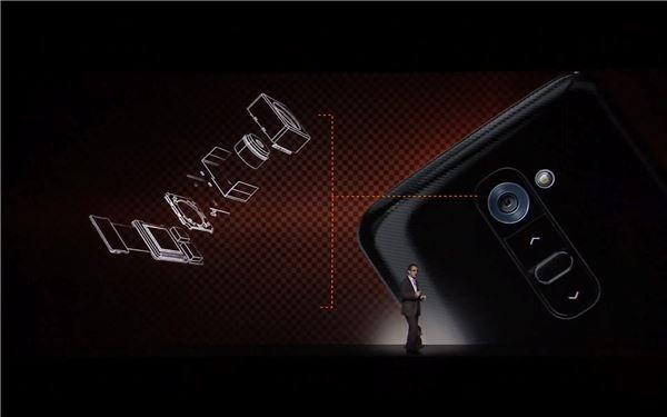 Camera LG G2 được trang bị hệ thống ổn định hình ảnh quang học