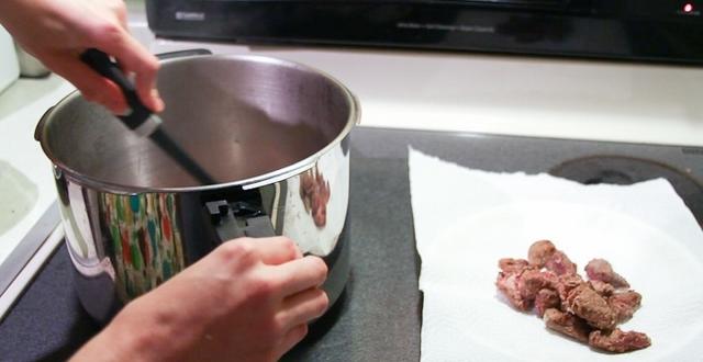 Cách làm thịt bò hầm bằng nồi áp suất