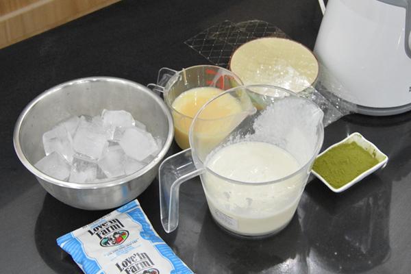Cách làm kem trà xanh đậu đỏ bằng máy xay sinh tố