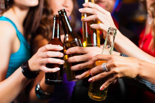 Bạn nên kiểm soát lượng bia mà mình uống hàng ngày