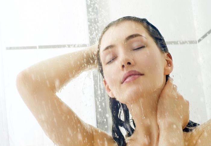 Nước nóng chảy từ đỉnh đầu xuống nhanh làm giãn nở mao mạch, tăng lưu thông máu cho cơ thể khỏe mạnh, tinh thần sảng khoái