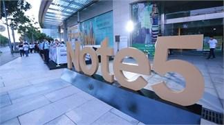 Loạt ảnh nhộn nhịp trong ngày bán ra Galaxy Note 5 ở Việt Nam