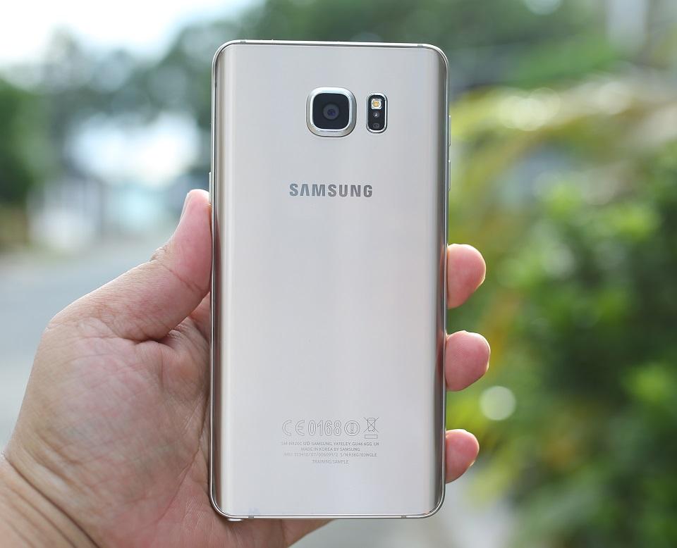 Mặt sau Samsung Galaxy Note 5