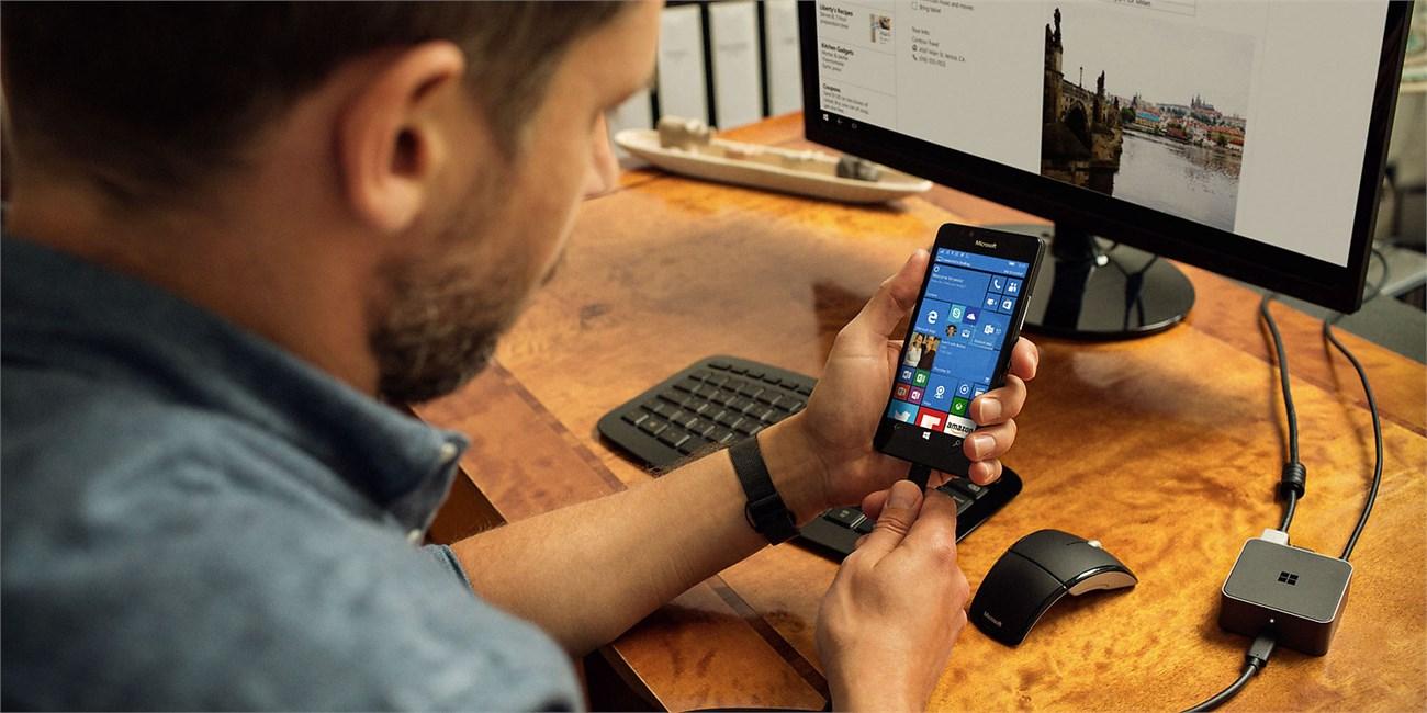 Với Continuum bạn hoàn toàn có thể vừa sử dụng smartphone vừa hiển thị trên màn hình lớn cùng một lúc