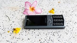 """Trên tay điện thoại thiết kế giống Vertu """"siêu sang"""" giá chỉ 650 ngàn"""