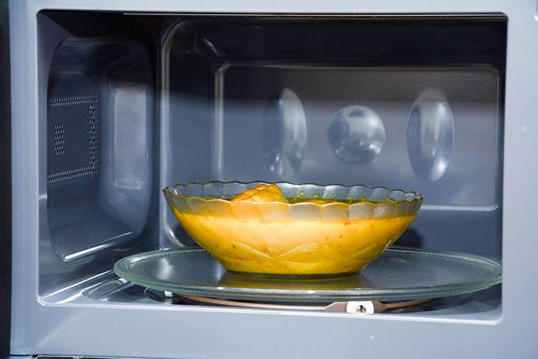 Nên lựa chọn dung tích lò vi sóng phù hợp với nhu cầu sử dụng của gia đình bạn