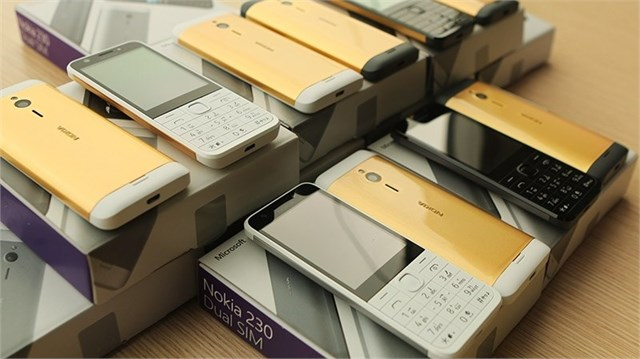 """Tại Việt Nam, điện thoại """"cục gạch"""" bán chạy hơn cả iPhone"""