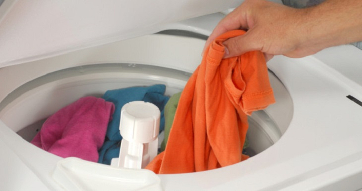 Nhiệt độ nước nên để ở mức thấp nhất để hạn chế tối đa sự phai màu