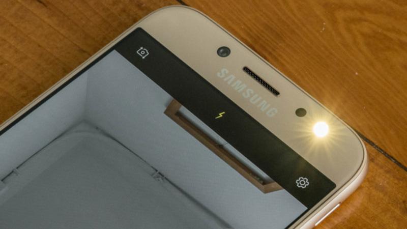 Galaxy J7 Pro có camera ổn