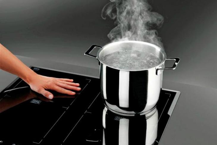 Cách bảo vệ bếp từ hiệu quả trong mùa mưa