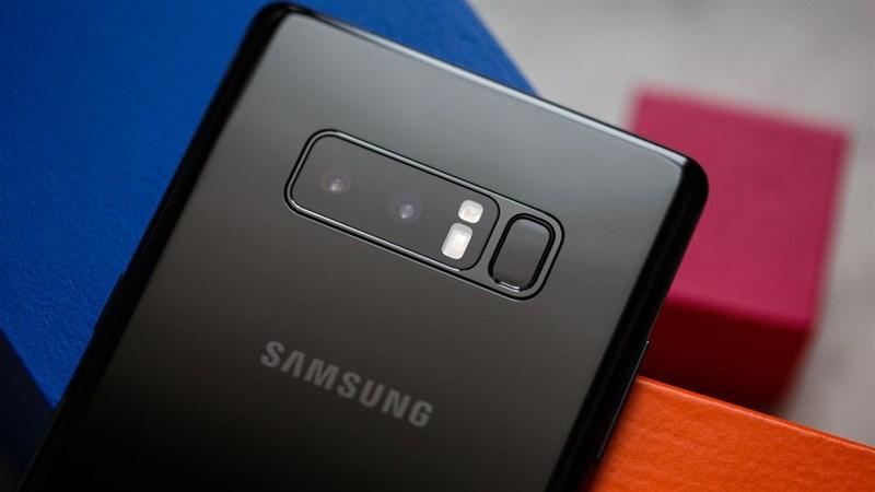 Mặt sau của Galaxy Note 8 có camera kép