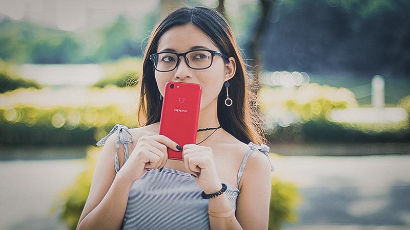 Trên tay Oppo F5 đỏ 6GB