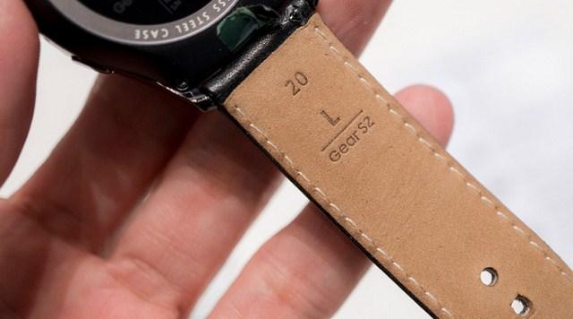 Dây đeo được làm bằng chất liệu da thật