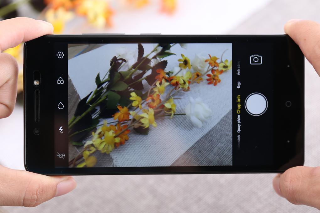 Camera 8 MP có đèn LED kép