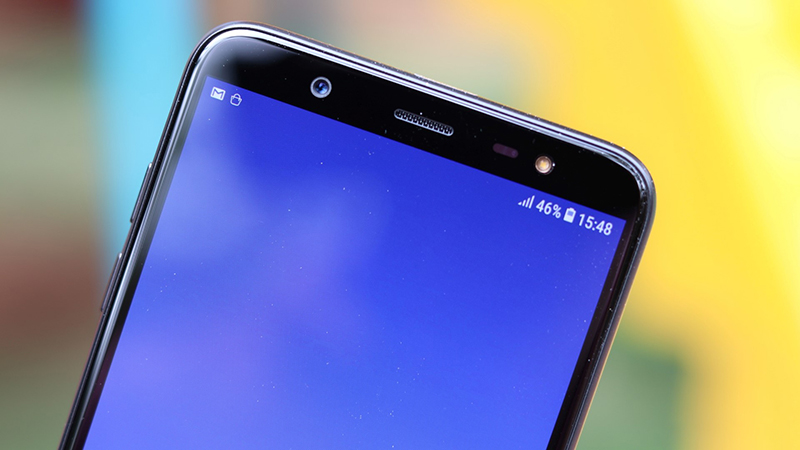 Cụm camera trước của điện thoại Samsung Galaxy J8
