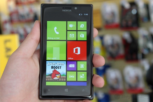 Nokia Lumia 925 thiết kế đẹp và chắc chắn