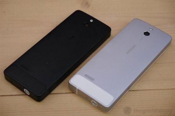 Nokia 515 có thiết kế khá vuông vắn và chắc chắn