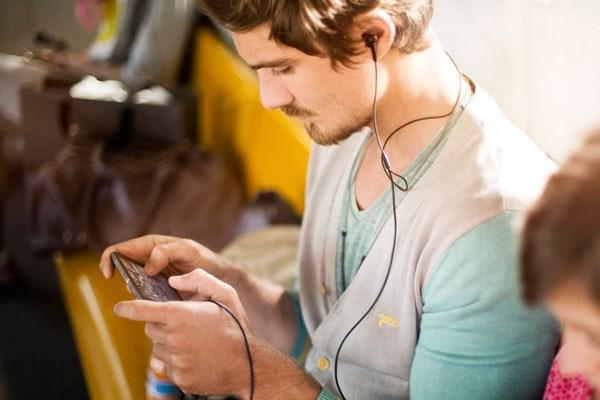 Sony Xperia Z2 khử ồn đến 98% tạp âm bên ngoài