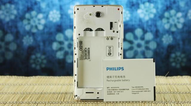 Pin rời của Philips W3500 có dung lượng lên tới 2200mAh