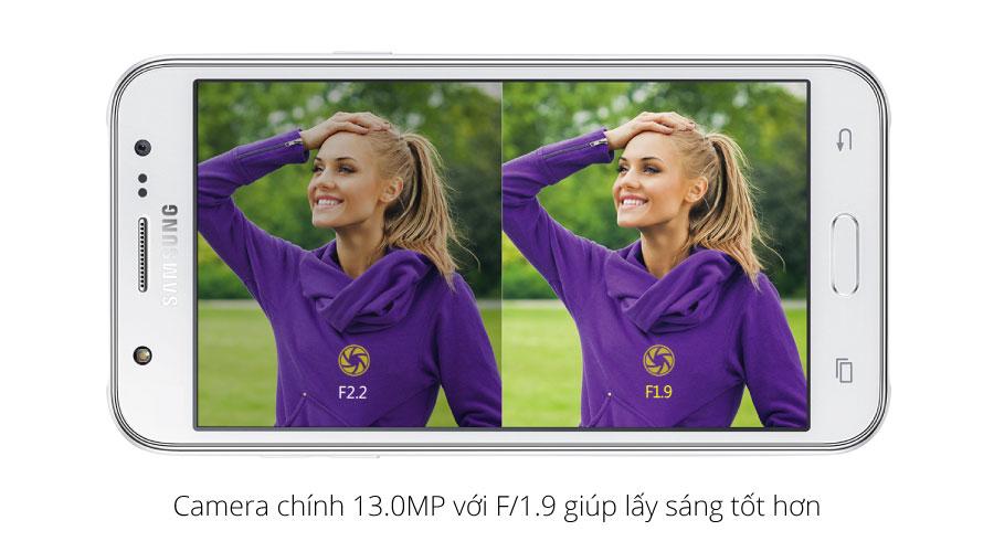 J5 được trang bị camera sau độ phân giải 13 MP cho chất lượng ảnh chụp tốt hơn, gia tăng chất lượng ảnh chụp.