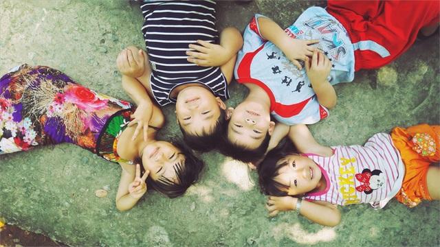 Tuổi thơ của những đứa trẻ nhỏ