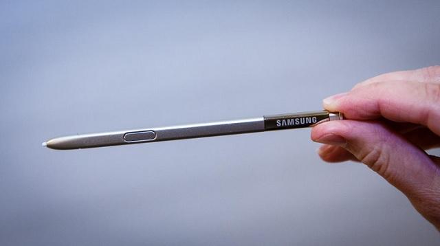 S-Pen được gia công thiết kế nhìn sang trọng hơn hẳn