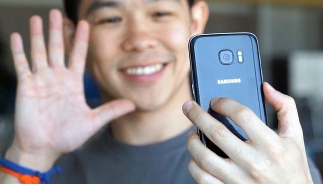Camera trước với độ phân giải 5 MP, tính năng nhận diện bàn tay chụp hình thông minh và nhanh nhạy