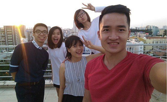 Camera trước 5 MP  cho góc chụp rộng, thoải mái selfie cùng nhóm bạn