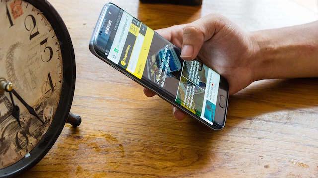 Màn hình kích thước lớn 5.5 inch, công nghệ Super AMOLED mang lại góc nhìn rộng, màu sắc không bị biến đổi, hình ảnh cho màu sắc tươi tắn