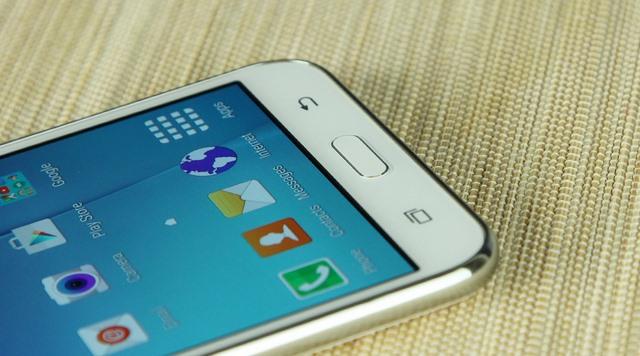 Ba nút điều hướng vẫn được Samsung bố trí ở ngoài màn hình