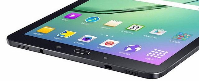 Các phím cơ bản của Android được để ở phía dưới mặt trước ngoài màn hình chính. Cạnh dưới gồm cổng microUSB 2.0, jack cắm tai nghe 3.5mm và 2 loa ngoài.