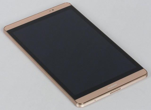 Bốn cạnh xung quanh màn hình đều có dải màu đen ôm quanh, trông rất thừa thãi