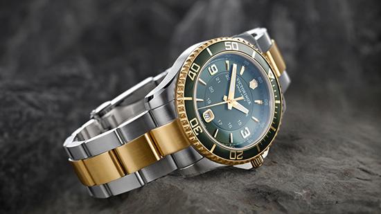 Các lưu ý khi đeo đồng hồ mạ vàng