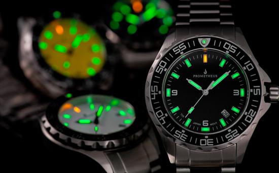 Sau khi nhà nước cấm sử dụng Radioluminescence, những người thợ chế tạo đồng hồ phải tìm ra chất phát quang mới để thay thế.
